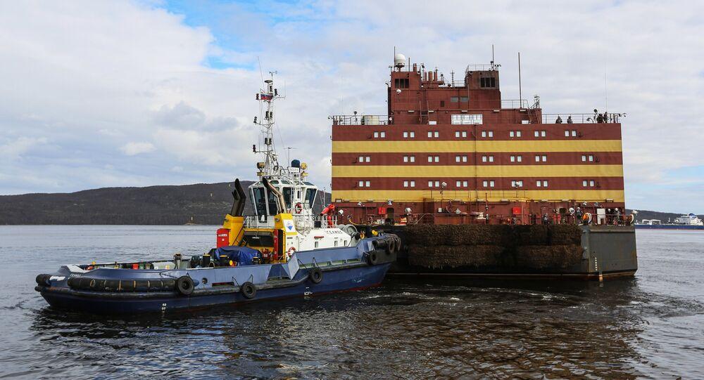 El encuentro de la unidad de energía nuclear flotante Akademik Lomonosov en Múrmansk