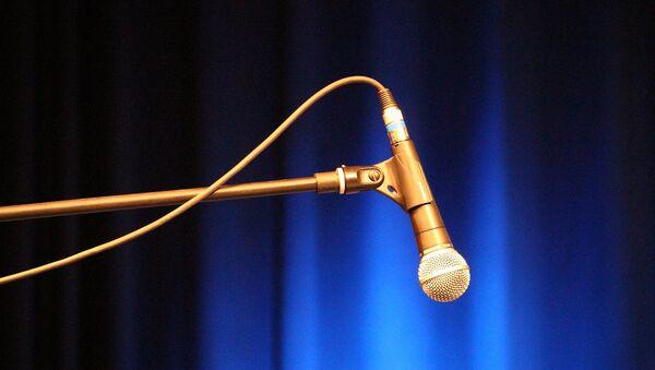 Un micrófono (imagen referencial) - Sputnik Mundo