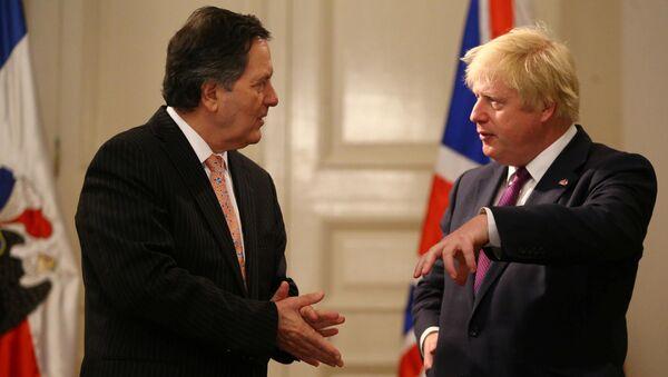 Roberto Ampuero, canciller de Chile, y Boris Johnson, canciller del Reino Unido - Sputnik Mundo