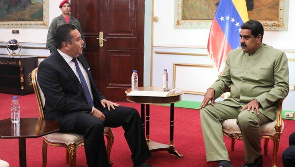 Excandidato opositor a la presidente de Venezuela, Javier Bertucci, y el jefe de Estado, Nicolás Maduro - Sputnik Mundo