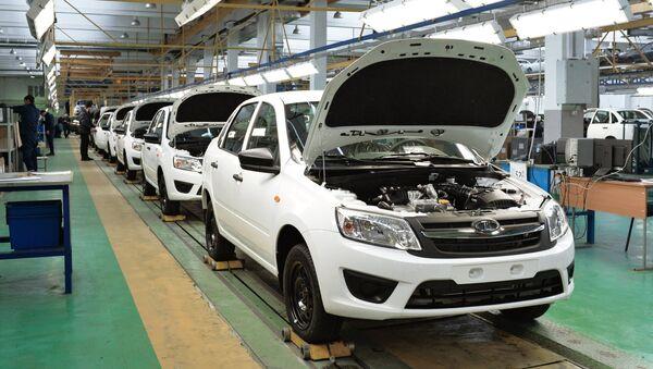 Fabricación de automóviles Lada Granta - Sputnik Mundo