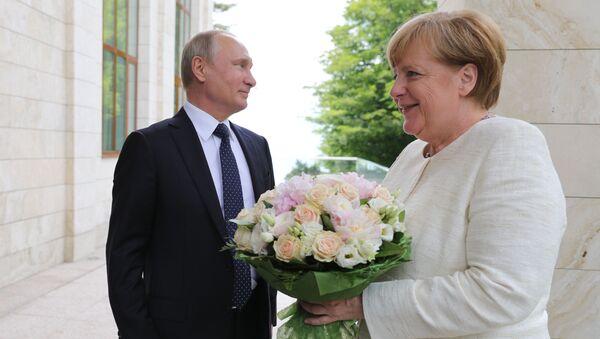 Un ramo de flores para Merkel y un volcán en erupción: estas son las imágenes de la semana - Sputnik Mundo
