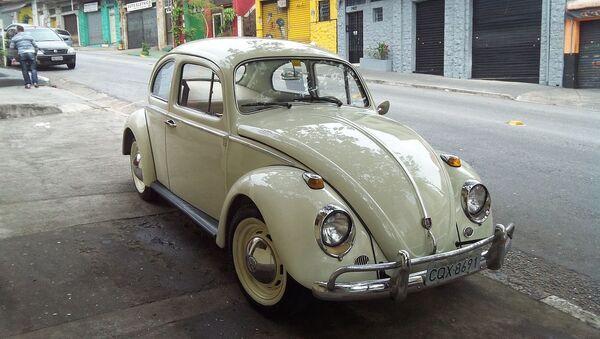 Un Volkswagen escarabajo - Sputnik Mundo