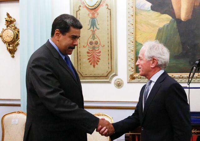 Presidente de Venezuela, Nicolás Maduro, y senador republicano estadounidense Bob Corker