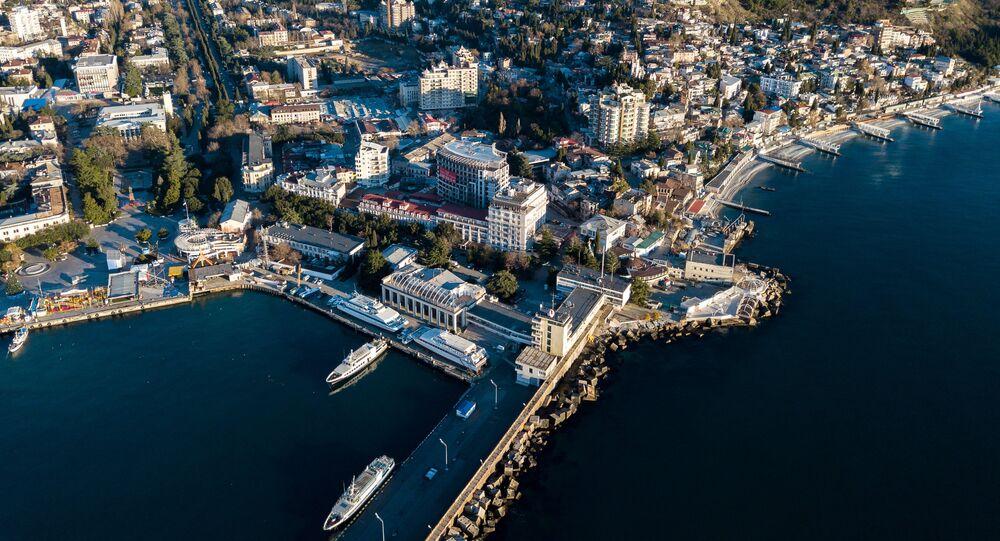 Vista desde el cielo Crimea y parte de su infraestructura