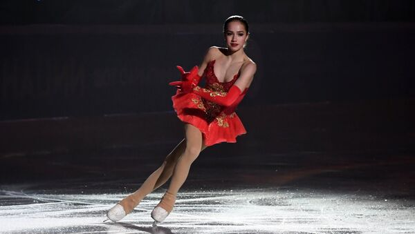 La patinadora Alina Zaguítova - Sputnik Mundo