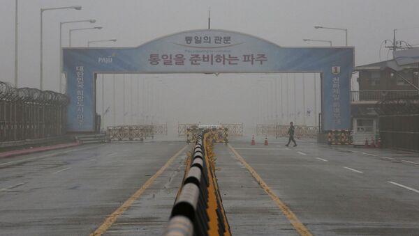 El puente en Corea del Sur que lleva a la zona desmilitarizada cerca de Panmunjom - Sputnik Mundo