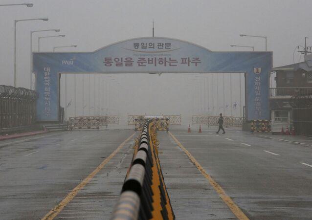 El puente en Corea del Sur que lleva a la zona desmilitarizada cerca de Panmunjom