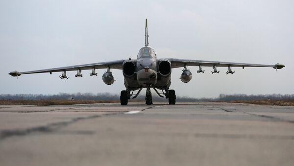 Un avión Su-25 ruso - Sputnik Mundo