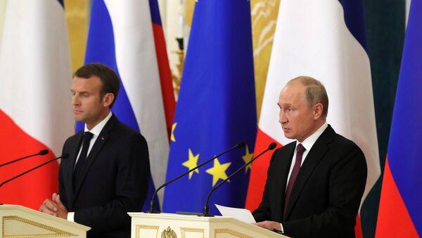 Presidente de Francia, Emmanuel Macron y presidente de Rusia, Vladímir Putin - Sputnik Mundo