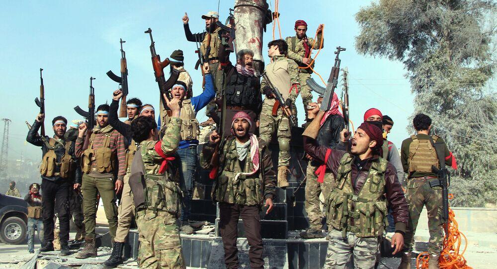 Combatientes del Ejército Libre Sirio celebran la victoria sobre las tropas kurdas en Afrín, Siria, 18 de marzo de 2018