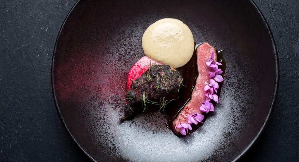 Espina de cordero con alcachofa ahumada y mousse de trufa en el restaurante Barán-Rapán