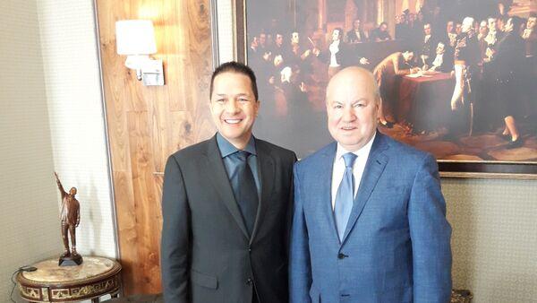Carlos Faría Tortosa, embajador de Venezuela en Moscú, y Vasili Lijachov, miembro de la Comisión Electoral Central de Rusia (CEC) - Sputnik Mundo
