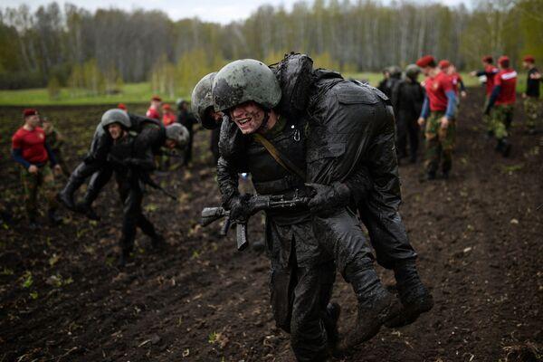 Así compiten los militares rusos por ganarse el honor de lucir la boina roja - Sputnik Mundo