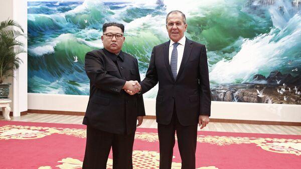 El ministro de Exteriores de Rusia, Serguéi Lavrov, se reunió en Pyongyang con el líder de Corea del Norte, Kim Jong-un (imagen referencial) - Sputnik Mundo