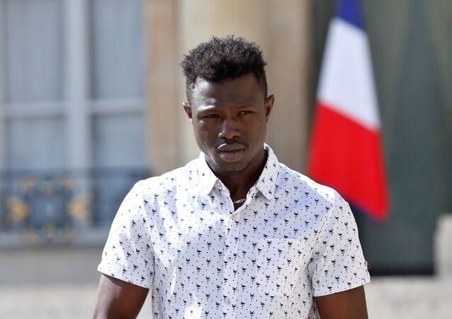 Mamoudou Gassama, un malí indocumentado aclamado como un héroe en Francia