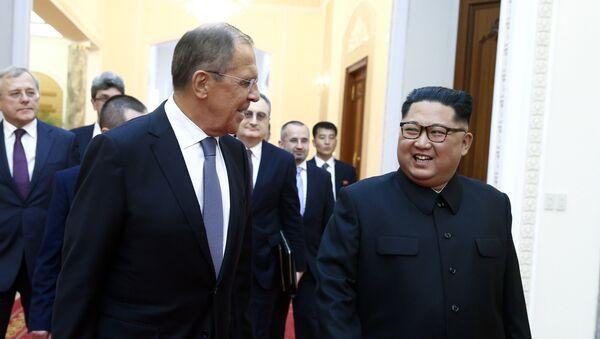 Reunión entre el ministro de Asuntos Exteriores de Rusia, Serguéi Lavrov, y el líder de Corea del Norte, Kim Jong-un - Sputnik Mundo
