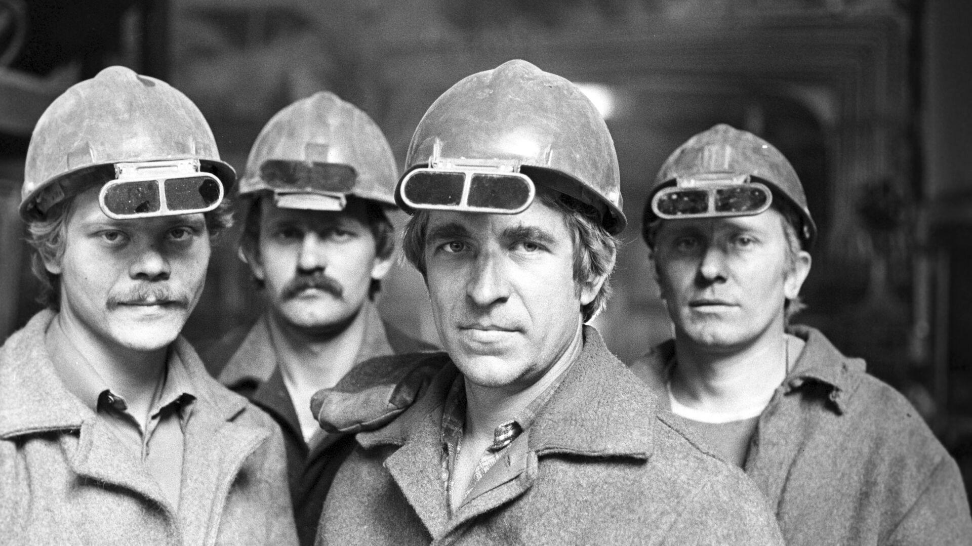 Obreros de una fábrica de producción de acero en Ucrania - Sputnik Mundo, 1920, 13.07.2021