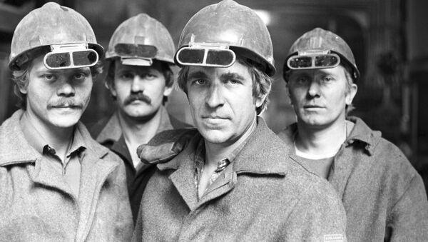 Obreros de una fábrica de producción de acero en Ucrania (archivo, imagen referencial) - Sputnik Mundo