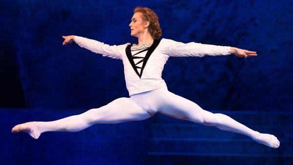 El primer bailarín del Ballet del Teatro Bolshói, Denis Rodkin - Sputnik Mundo