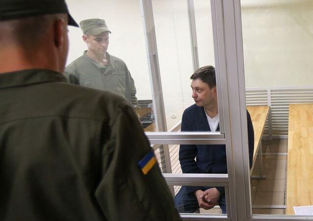 Kiril Vishinski, el jefe del portal de noticias RIA Novosti Ukraina, en la sala de tribunal de Jersónо