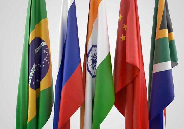 Banderas de los países BRICS: Brasil, Rusia, India, China y Sudáfrica