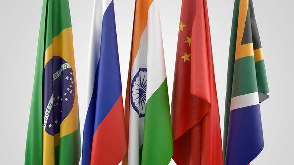 Banderas de los países BRICS: Brasil, Rusia, India, China y Sudáfrica - Sputnik Mundo