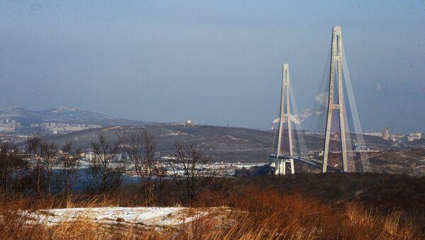 El puente Russki en la ciudad de Vladivostok - Sputnik Mundo