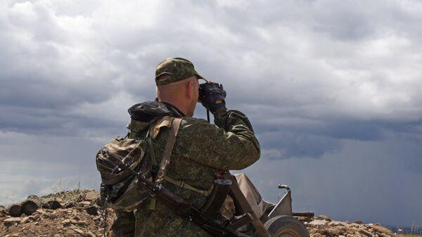 Un militar en Donbás (archivo) - Sputnik Mundo