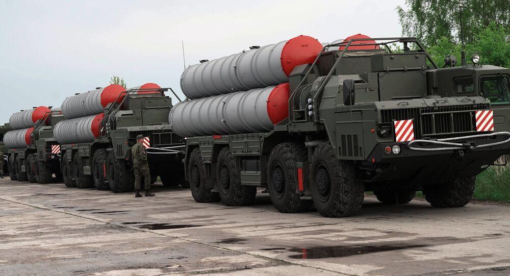 Sistemas de defensa antiaérea rusos S-400 (archivo)