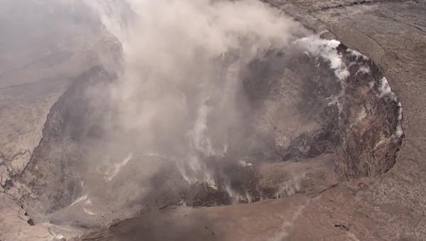 El enorme cráter del volcán Kilauea a vista de pájaro - Sputnik Mundo