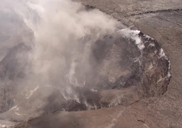 El enorme cráter del volcán Kilauea a vista de pájaro