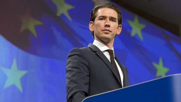 Canciller de Austria, Sebastian Kurz, y la bandera de la UE - Sputnik Mundo