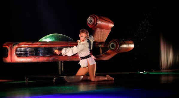 Un sensual espectáculo burlesco de 'La guerra de las galaxias' - Sputnik Mundo
