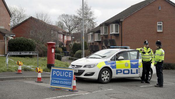 Policía británica cerca de la casa de Serguéi Skripal, Salisbury, Reino Unido (archivo) - Sputnik Mundo
