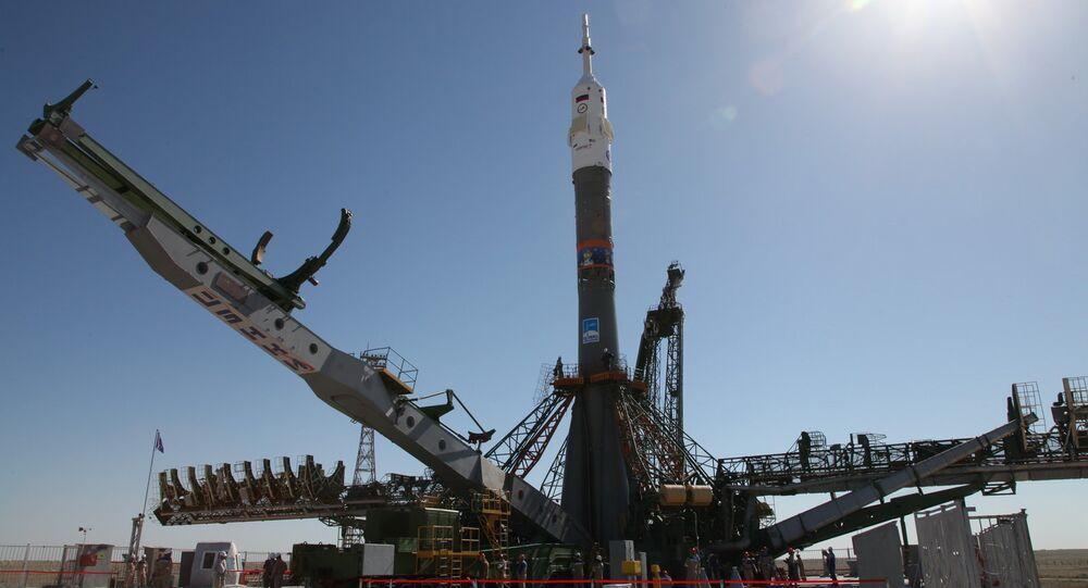El cohete portador Soyuz-FG, destinado para llevar la misión 56/57 a la EEI, en la plataforma de lanzamiento de Baikonur