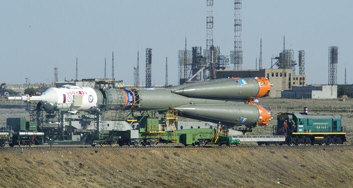 El cohete portador Soyuz-FG durante la transportación