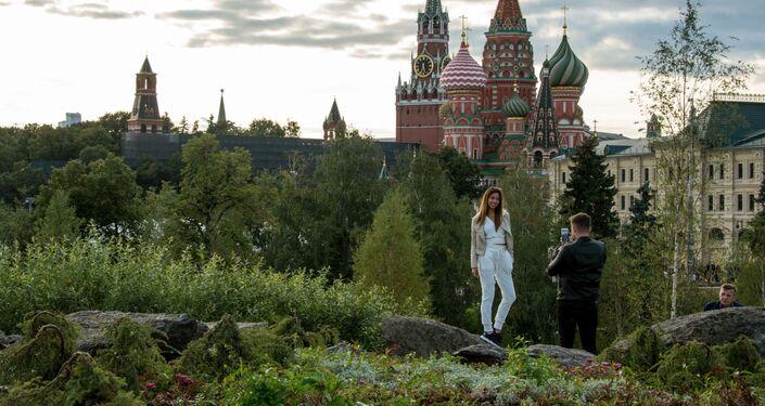 Los visitantes en el parque Zariadie