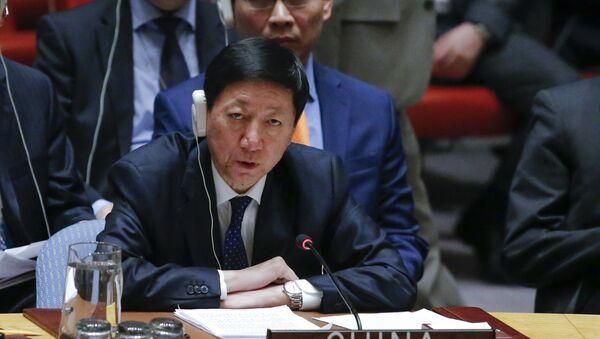 Wu Haitao, representante permanente adjunto de China ante la ONU, habla en una reunión de emergencia del Consejo de Seguridad de la ONU - Sputnik Mundo