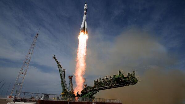 Lanzamiento del cohete Soyuz en el cosmódromo Baikonur (archivo) - Sputnik Mundo