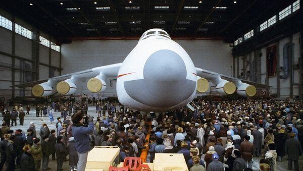 Antonov An-225, el avión más grande del mundo (archivo) - Sputnik Mundo
