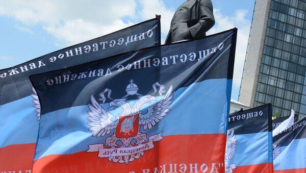 Banderas de la autoproclamada República Popular de Donetsk - Sputnik Mundo