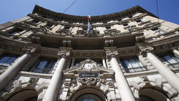 Sede del banco italiano UniCredit en Milán - Sputnik Mundo