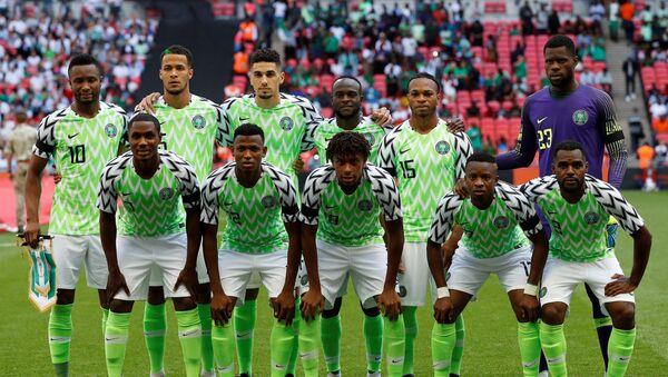 Selección de fútbol de Nigeria con la camiseta ideada por Nike para la Copa Mundial de Fútbol Rusia 2018. - Sputnik Mundo