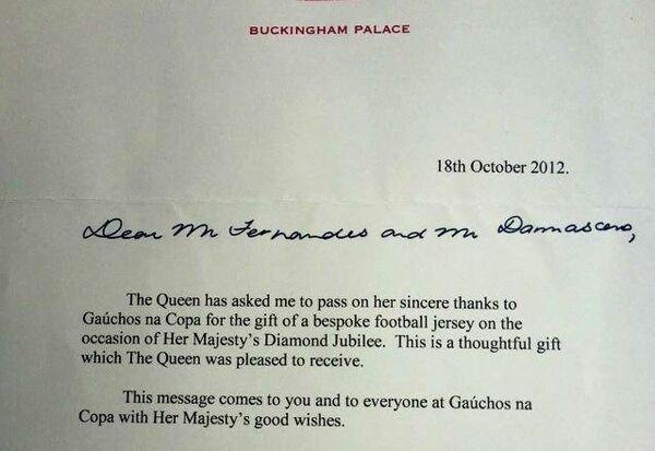 Carta de agradecimiento a Gaúchos na Copa por las camisetas de Gremio enviadas a la reina Isabel II - Sputnik Mundo