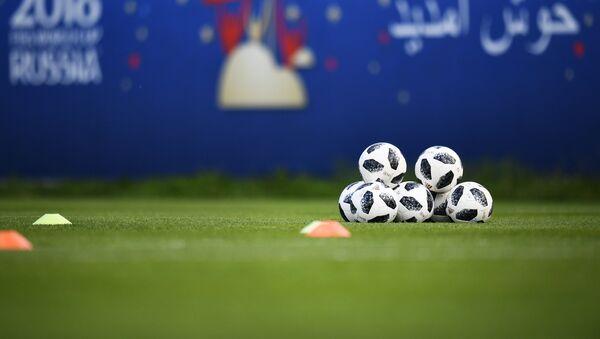 Pelotas de fútbol - Sputnik Mundo