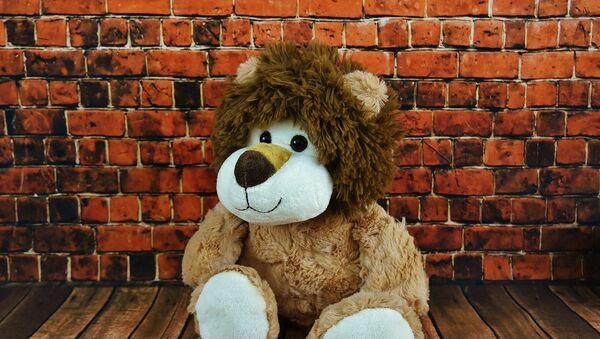 Un león de peluche, imagen referencial - Sputnik Mundo