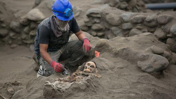 El sacrificio de niños más grande: nuevos hallazgos arqueológicos de la cultura Chimú en Perú - Sputnik Mundo