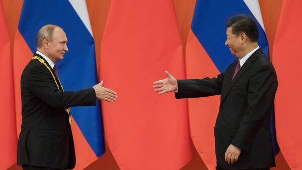 Presidente de Rusia, Vladimir Putin y el presidente de China, Xi Jinping - Sputnik Mundo