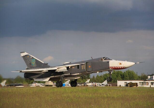 Bombardero Su-24 de las Fuerzas Aéreas de Ucrania